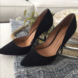 Suede Black pumps!!